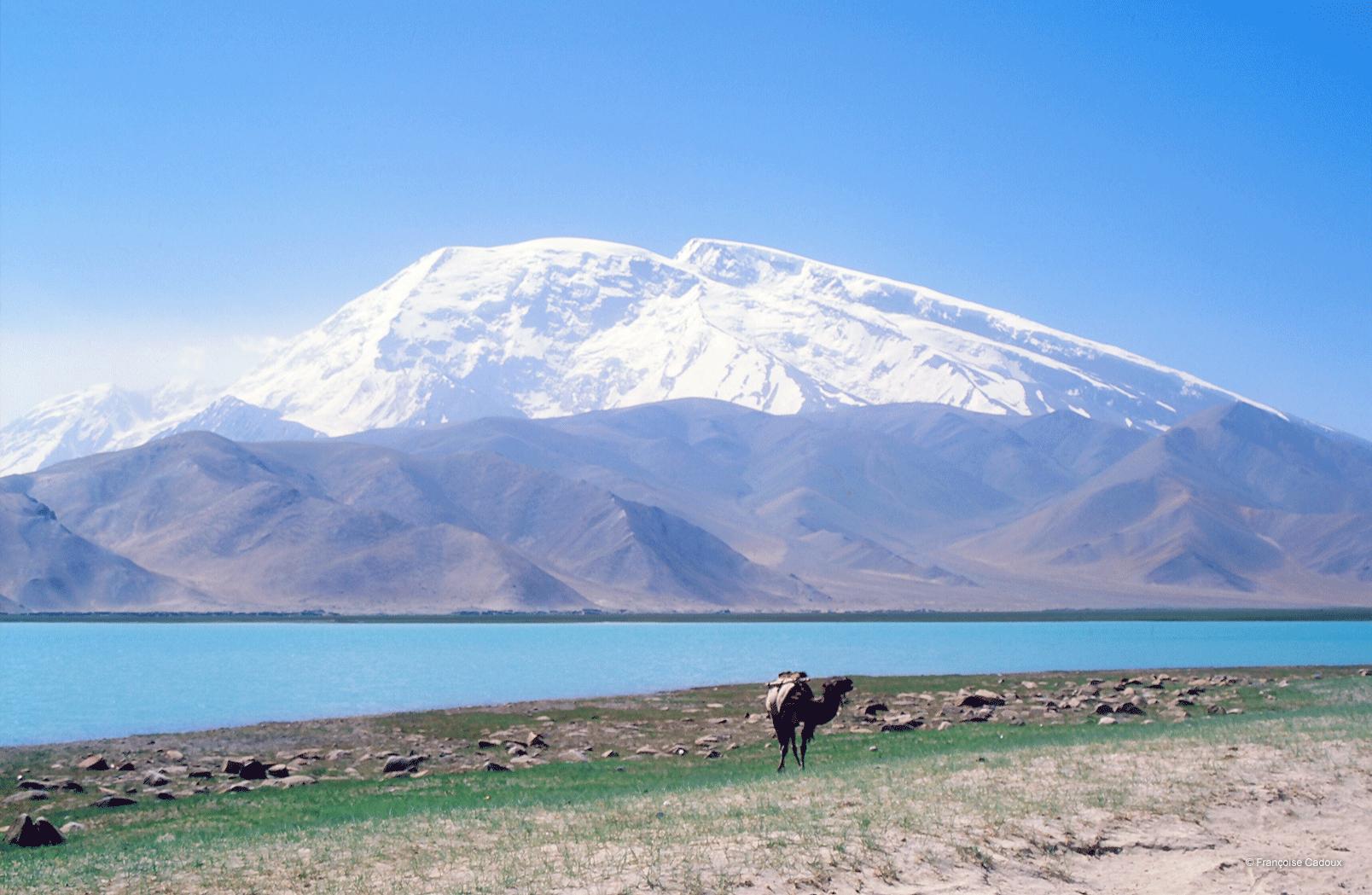 Le Muztagh Ata, vu du lac Karakol
