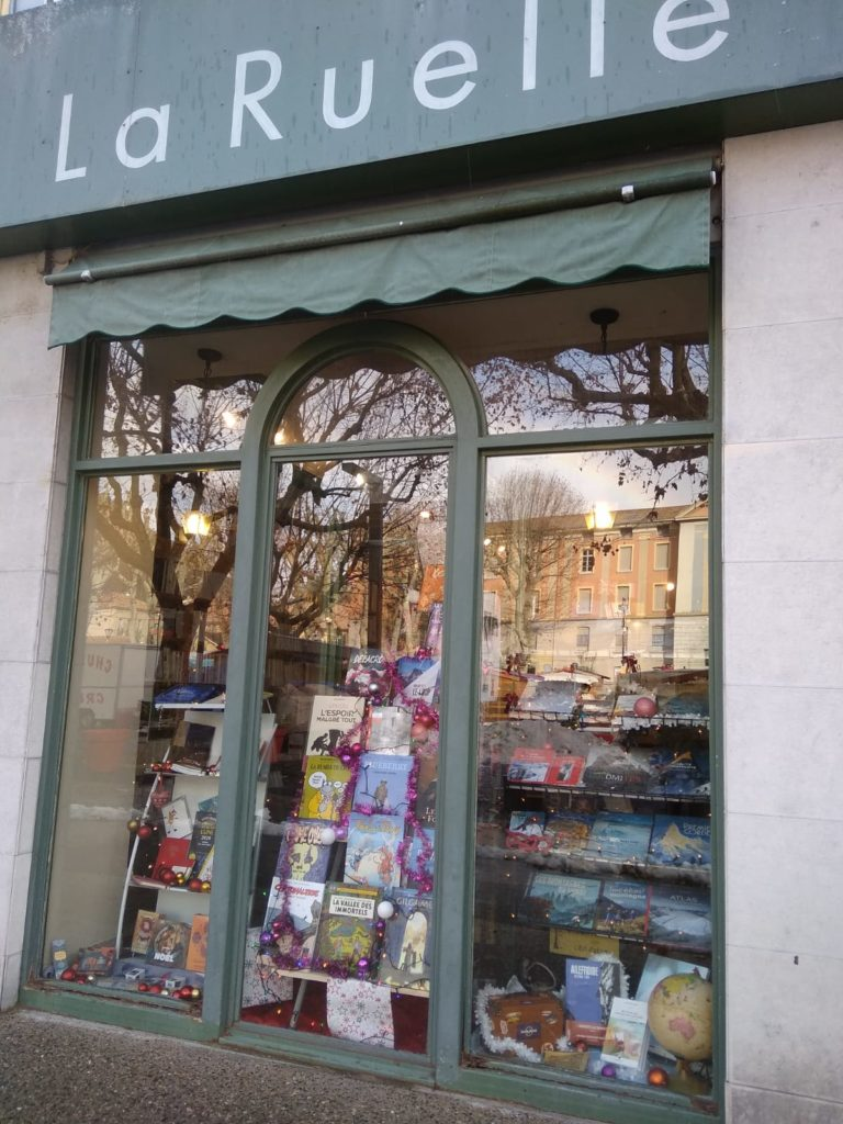 En vitrine, à la librairie la ruelle de digne